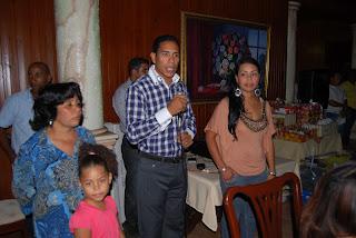 Derling Castillo agasaja a decenas de madres de Santo Domingo Este