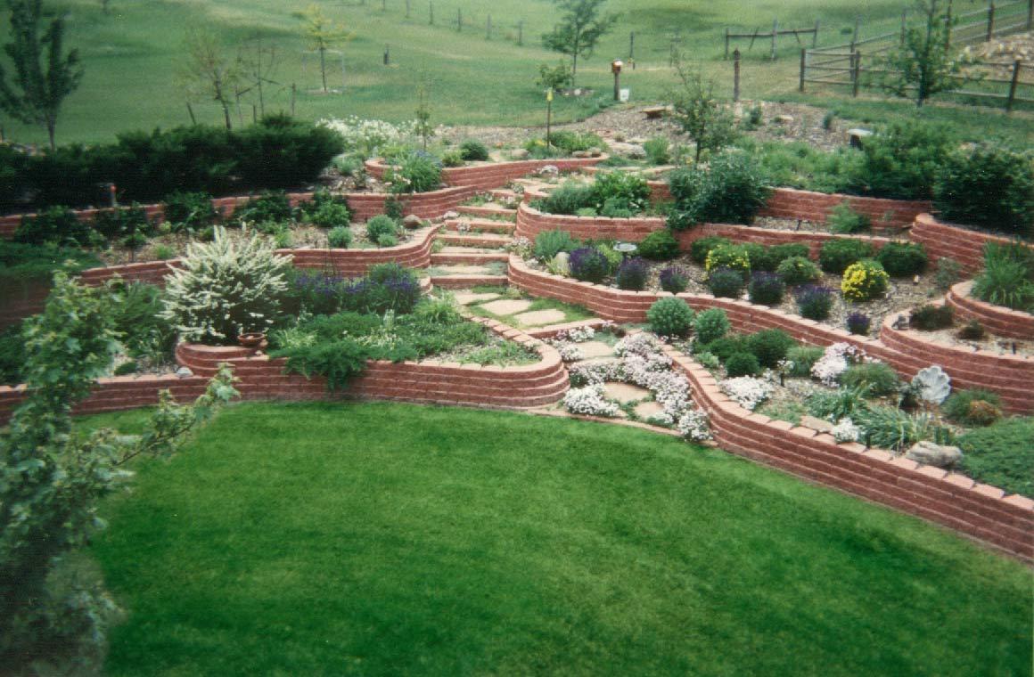 El jardin bueno bonito y barato mayo 2013 - Jardines en desnivel ...