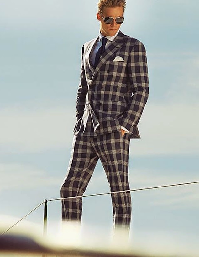 Top value specials on wide range of men's suits at Tarocash - suit up in style at the best prices Online. Find formal and casual suits for any occasion.