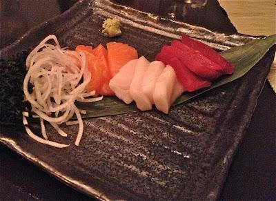 Sashimi de Salmón, Pez Mantequilla y Atún. kOTOBUKI 85 Blog Esteban Capdevila