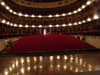 Proscenio parte del teatro davanti al sipario e rivolta verso il pubblico