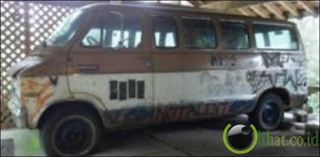 Mobil Bobrok Kurt Cobain