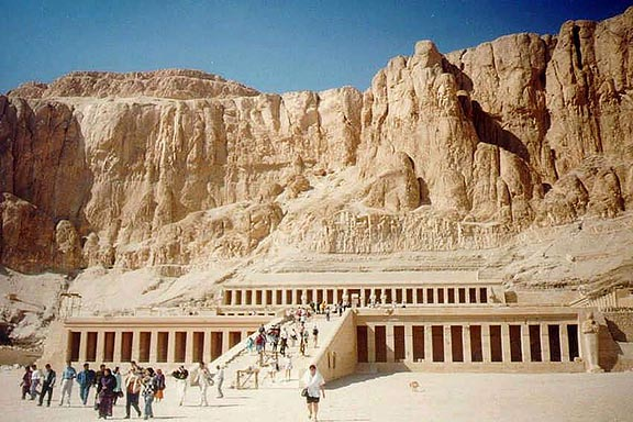 the temple of queen hatshepsut Thebes - temple of hatshepsut mortuary temple of queen hatshepsut the mortuary temple of hatshepsut (c1478/72-1458 bce) dates from the new kingdom.