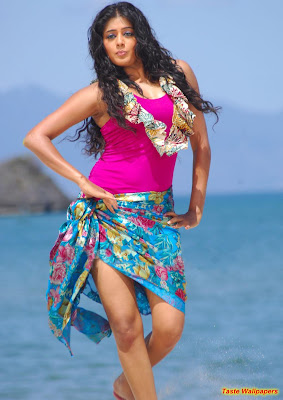 MALLU GIRL ON BEACH