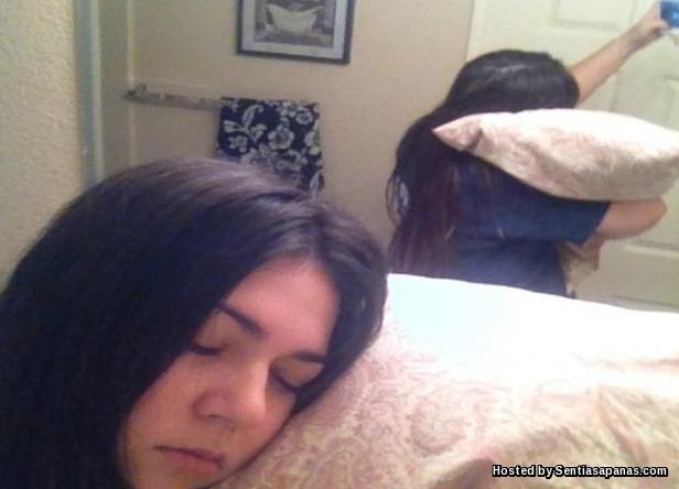 Selfie Pura-pura Tidur