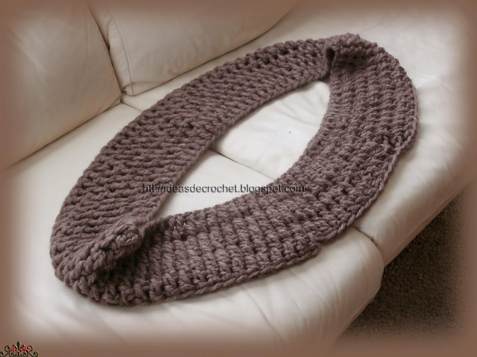 La he realizado con una lana sport muy gruesa y tan sólo la he hecho a punto alto, no hace falta hacerla con un punto más sofisticado porque ya la textura