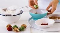 http://homemade-recipes.blogspot.com/2013/11/how-to-make-labne-balls.html