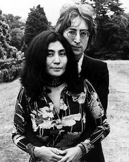 John Lennon y su esposa Yoko Ono