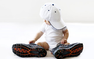 Small baby with Big Hat and Shoes HD Wallpapers, Cute White Wallpaper of Baby, Funny Boy Desktop backgrounds