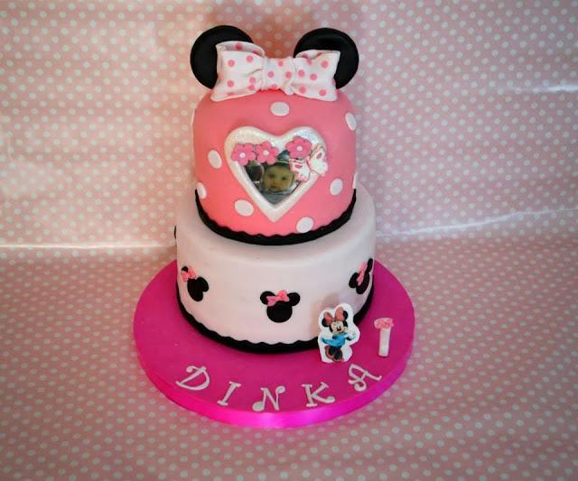 Tarta Fondant Minnie Mouse dos pisos con foto comestible lazo topos