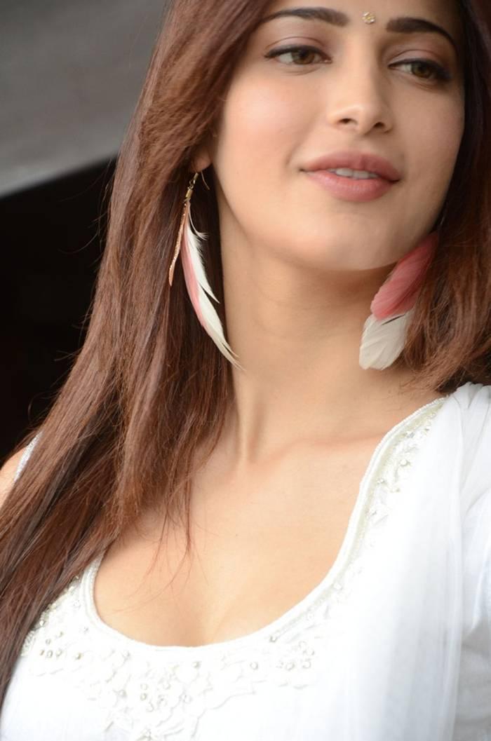 Shruti Hassan in White Salwar Suit Photoshoot