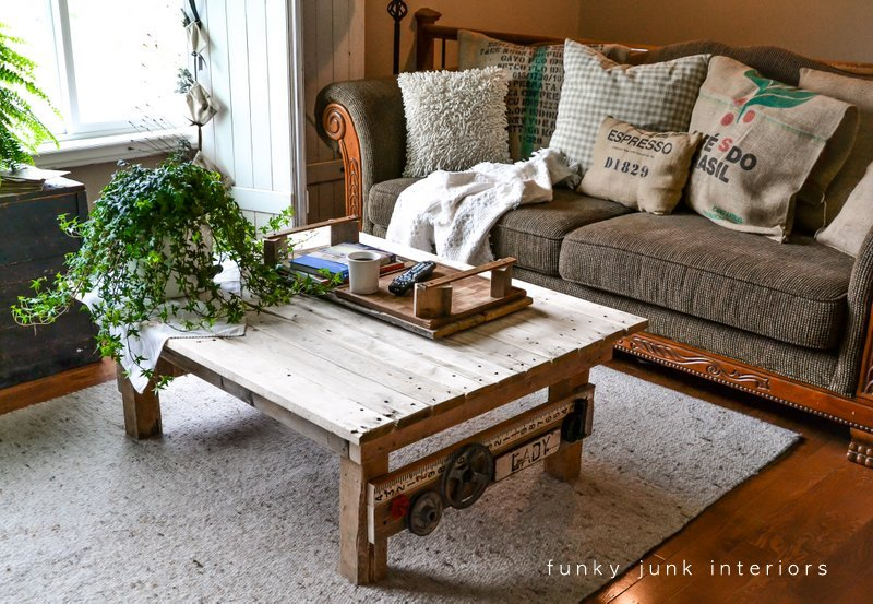 my new junk styled pallet wood coffee table - funky junk