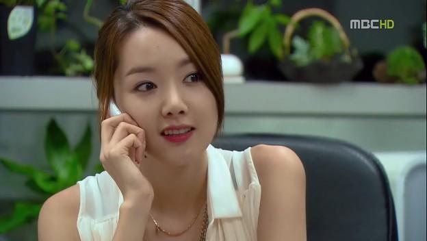 Seok Hyun dan Yoon Soo sebenarnya janjian akan nonton bersama, tapi