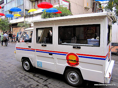 Mobil makanan - food car