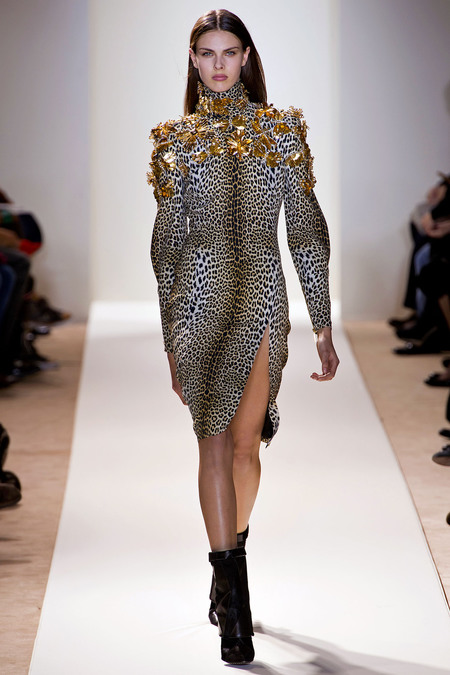 Emanuel Ungaro Fall 2013 The Dress As Seen On Runway Model Ends Her Above Knee But Katy Way Below Its Probably A Sample That