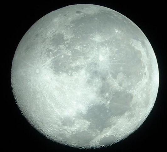 Avistamiento de Flotilla OVNI Saliendo de la Luna