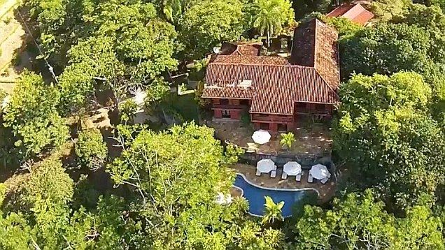 We're always impressed when a big idea telling out about the incredible. But fear not, Mel Gibson has put his Wild Villa at Nicoya Costa Rica on the market for estimated US$30 MILLION, which the actor has owned since 2005 for $24 Million.