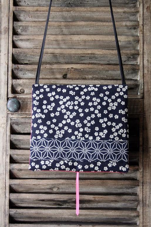 carréàzoon fleur de prunier bande asanoha intérieur fushia