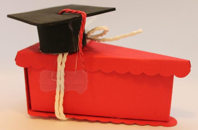 fetta di torta in carta per laurea