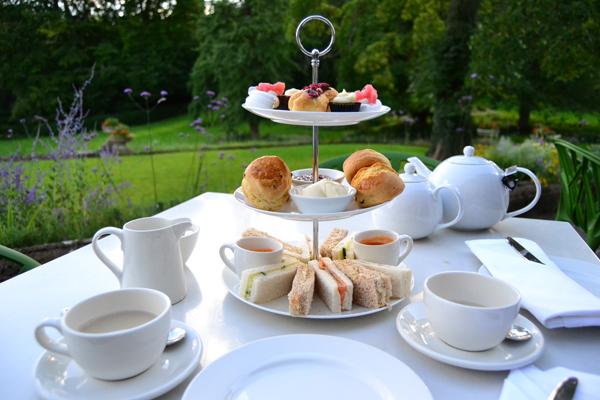 UN DESCANSO EN EL CAMINO - Página 2 Afternoon+tea_cowley+manor