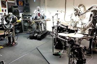 بالفيديو.. ثلاثة روبوتات يشكلون فرقة موسيقية لعزف الروك والميتل - Compressorhead Ace of Spades