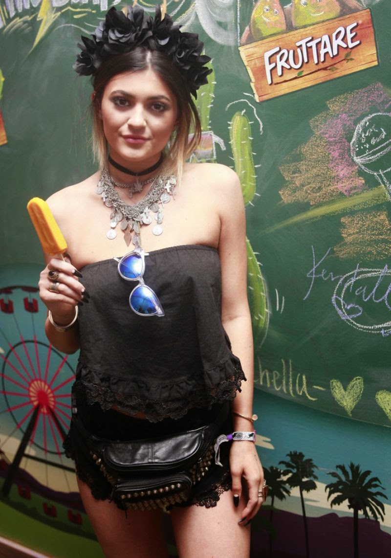 Kendall & Kylie Jenner – Fruttare Hangout at Coachella