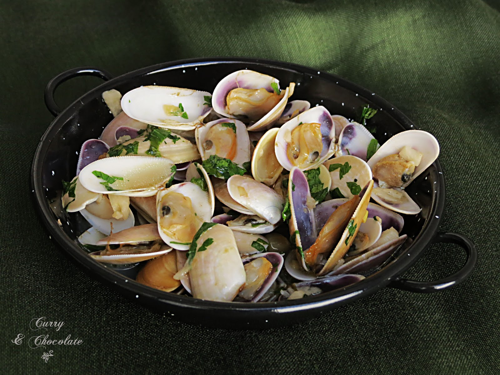 Coquinas al coñac o brandy – Wedge shell clams with brandy