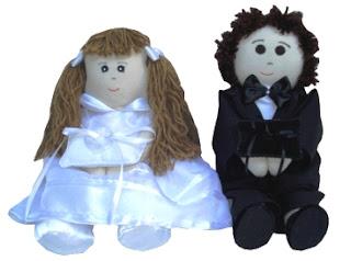 Casal de noivinhos porta alianças