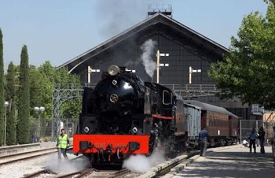 El Tren de la Fresa saliendo de la estación