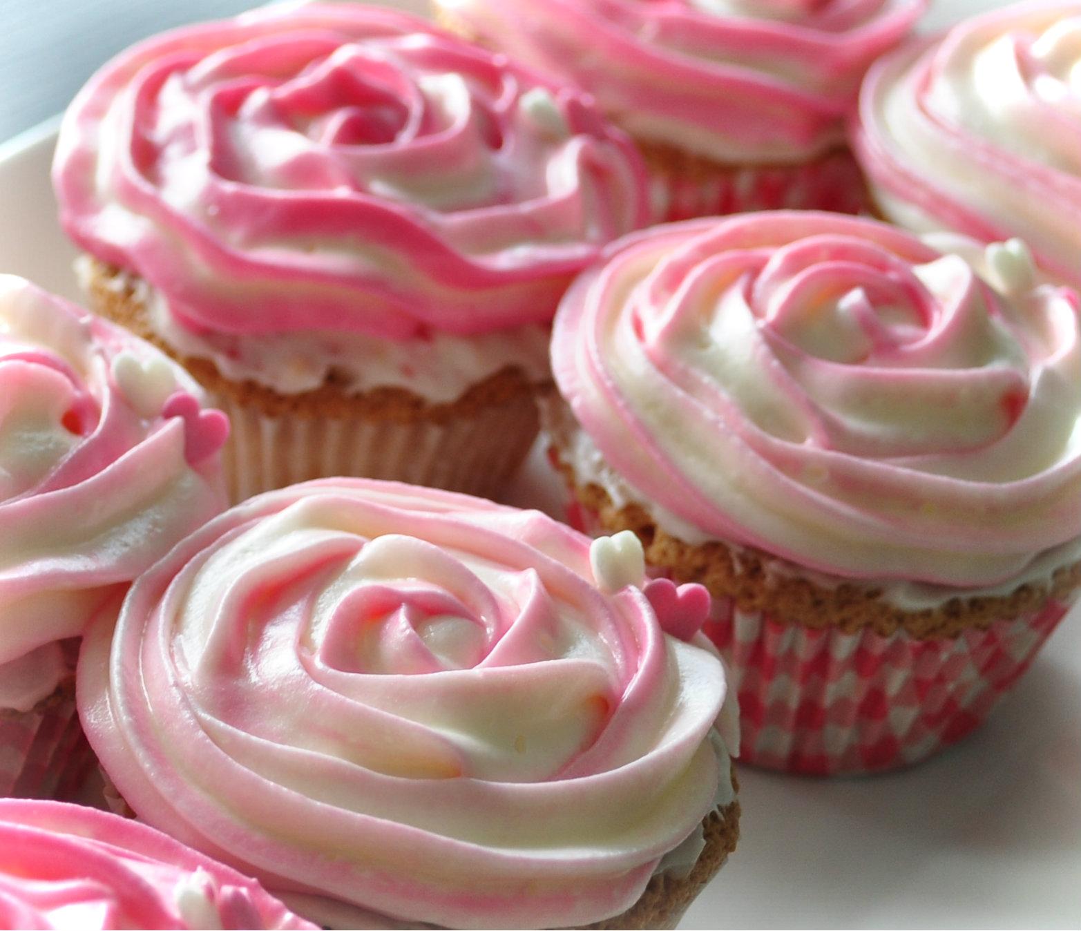 Az car y Mantequilla Cupcakes con frosting de Queso crema