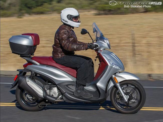 motorcycle bike motobiker piaggio beverly 350 large. Black Bedroom Furniture Sets. Home Design Ideas