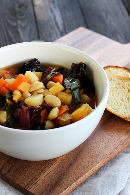 Wintergemüseminestrone Suppe Rezept Winter Soulfood vegan Mädchenküche Holunderweg18 Foodblog