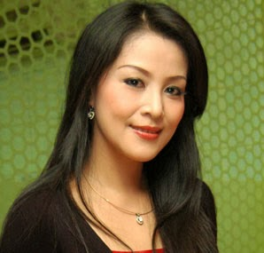 Indonesian dangdut singer behind the scene - 2 7