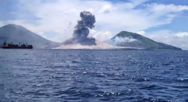 Absolute Must See...Best Footage of a Volcano Eruption Ever Captured