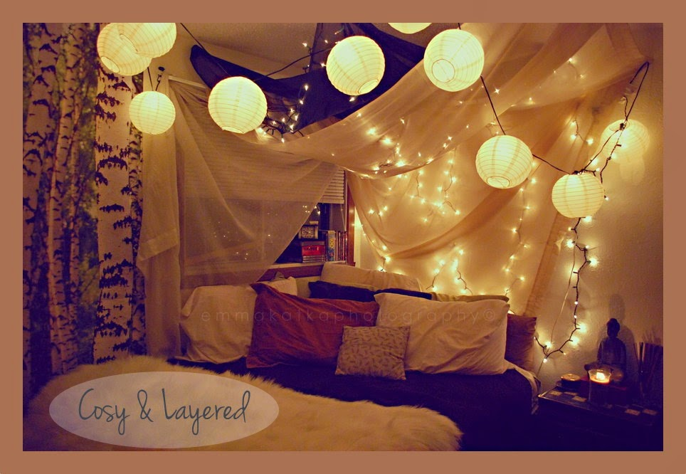 Cute pinterest fairy lights for Pretty decorations for bedrooms