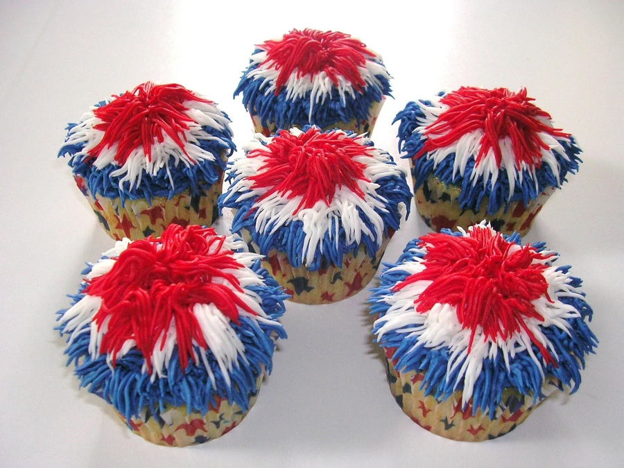 Cupcake Decorating Ideas For 4th Of July : Creative Party Ideas by Cheryl: 4th of July Fireworks Cupcakes