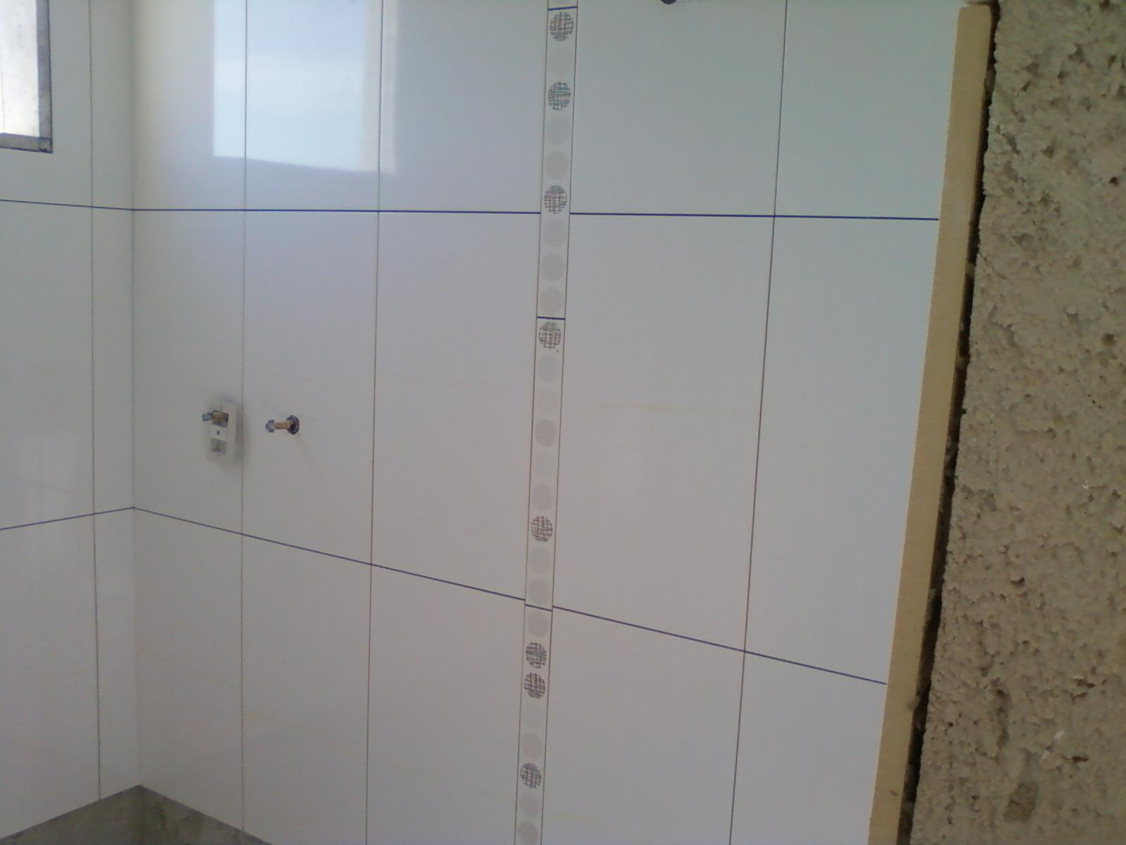 Faixinha do banheiro social (ainda sem rejunte): #4A6681 1600x1200 Banheiro Com Azulejo Deitado