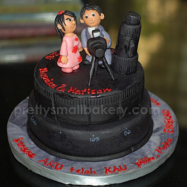kek kahwin berkamera