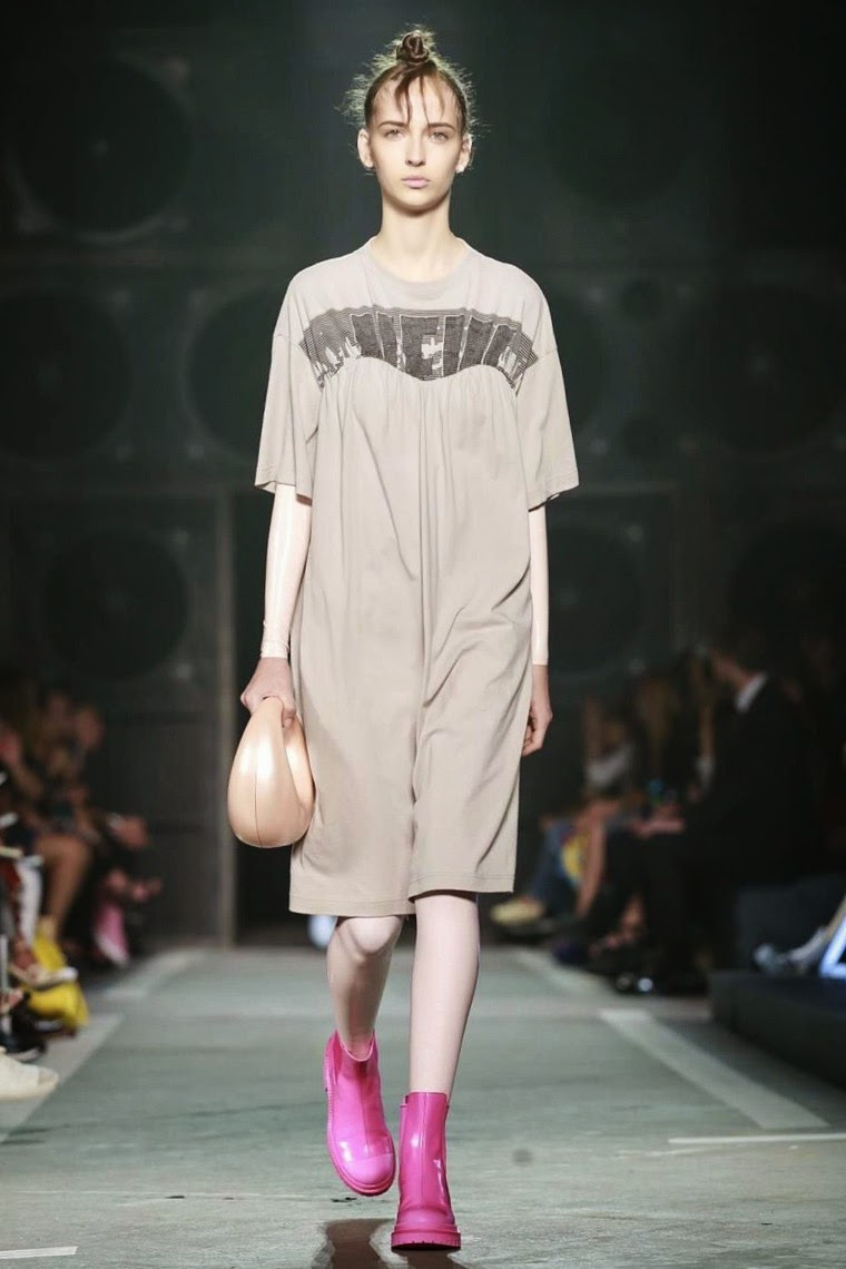 Marc by Marc Jacobs spring summer 2015, Marc by Marc Jacobs ss15, Marc by Marc Jacobs, Marc by Marc Jacobs ss15 nyfw, Marc by Marc Jacobs nyfw, Marc Jacobs, nyfw, nyfwss15, nyfw2014, du dessin aux podiums, dudessinauxpodiums, vintage look, dress to impress, dress for less, boho, unique vintage, alloy clothing, venus clothing, la moda, spring trends, tendance, tendance de mode, blog de mode, fashion blog,  blog mode, mode paris, paris mode, fashion news, designer, fashion designer, moda in pelle, ross dress for less, fashion magazines, fashion blogs, mode a toi, revista de moda, vintage, vintage definition, vintage retro, top fashion, suits online, blog de moda, blog moda, ropa, asos dresses, blogs de moda, dresses, tunique femme,  vetements femmes, fashion tops, womens fashions, vetement tendance, fashion dresses, ladies clothes, robes de soiree, robe bustier, robe sexy, sexy dress