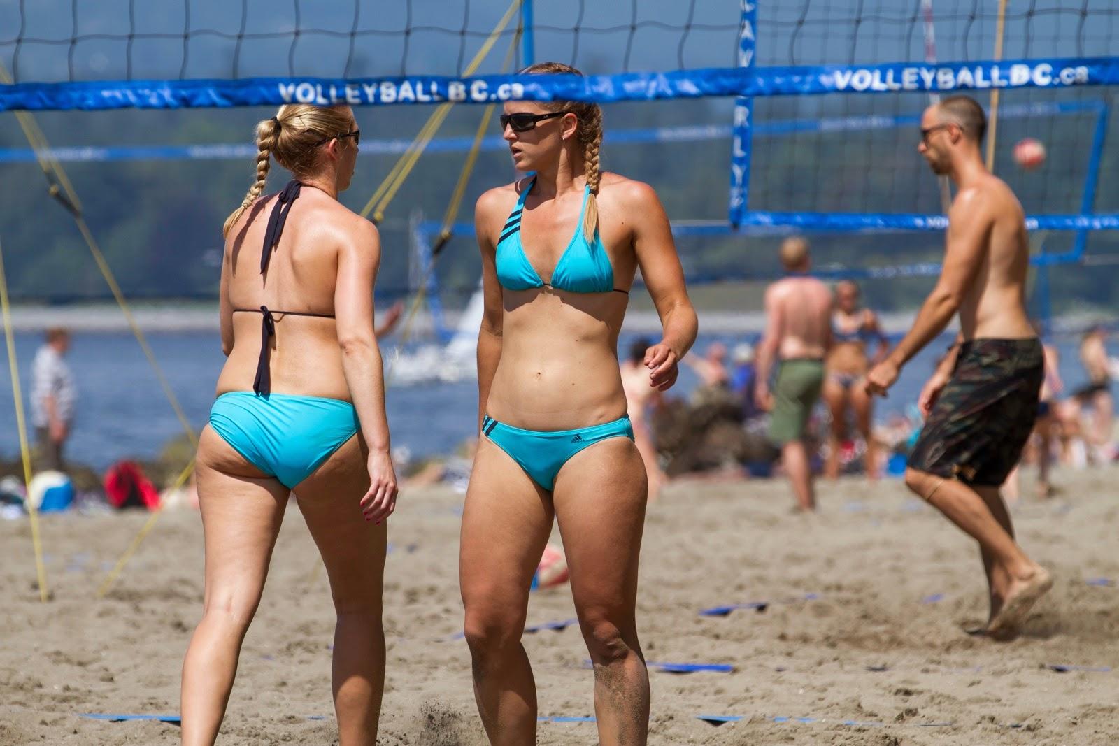 Las 25 mejores y más sexys fotos de famosas en bikini