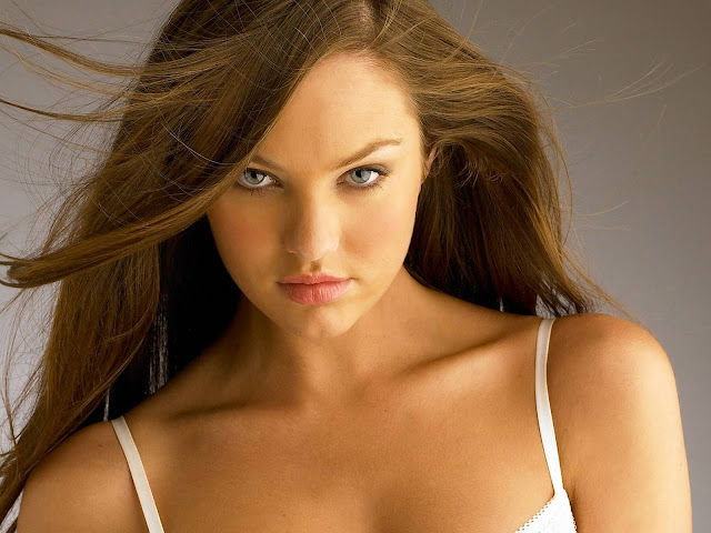 Hot Pictures of Candice Swanepoel