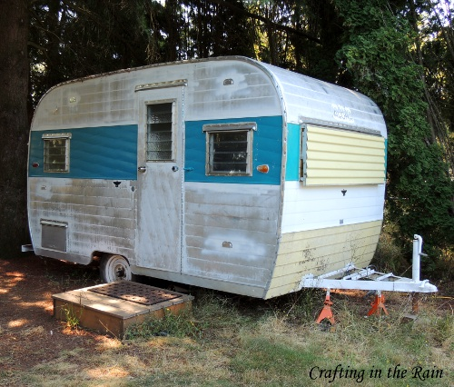 Camper trailer turned home office crafting in the rain - An office turned into a home ...