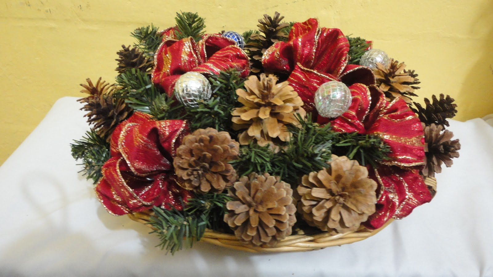 Tutorial como hacer un centro de mesa navide o - Como hacer un centro de mesa navideno con pinas ...