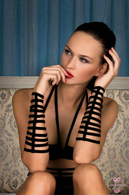 Fetish Cuffs - Masion Close : Black Cuffs
