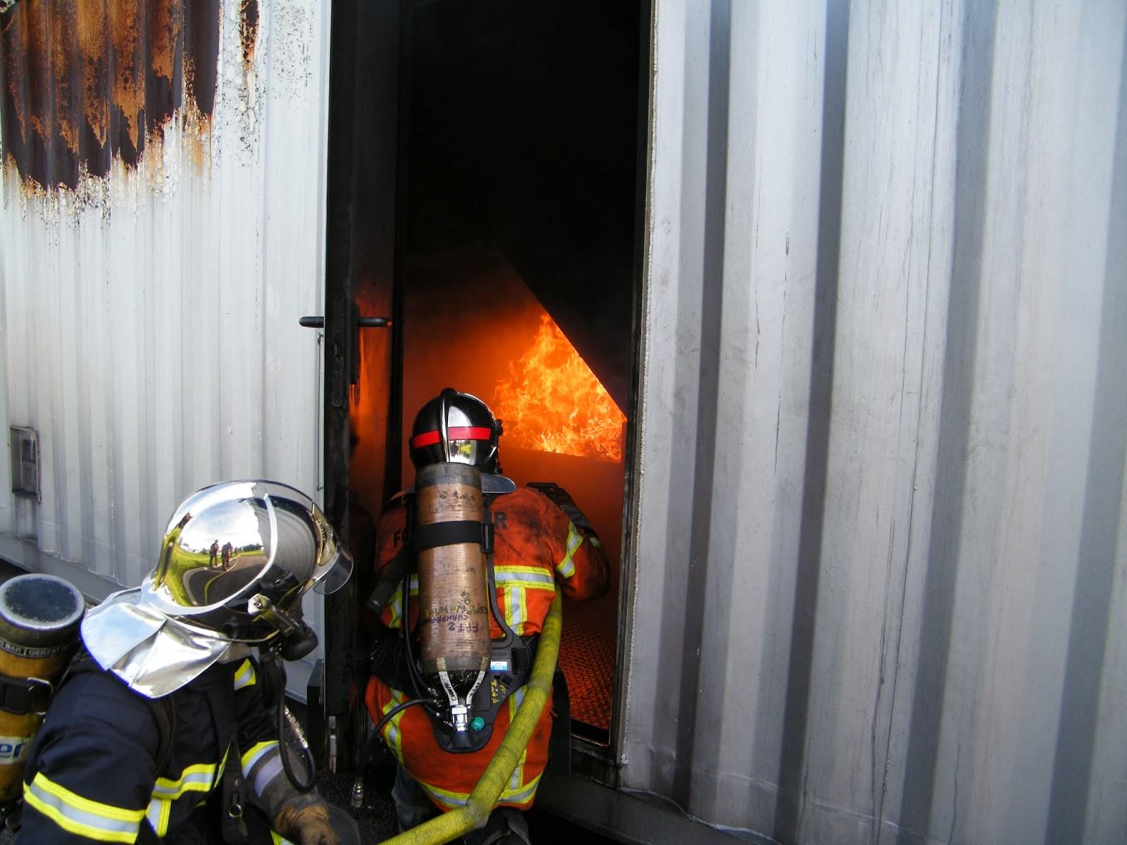 jsp pompiers bletterans caisson feu au gaz. Black Bedroom Furniture Sets. Home Design Ideas