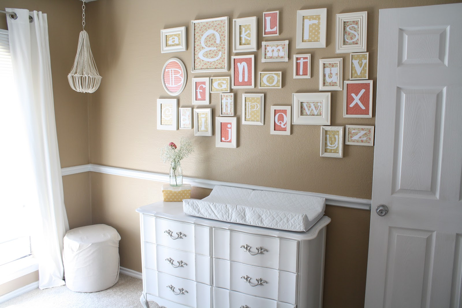 pareti shabby chic : Adorable Alphabet Nursery with soft neutral colors! Love the fonts for ...