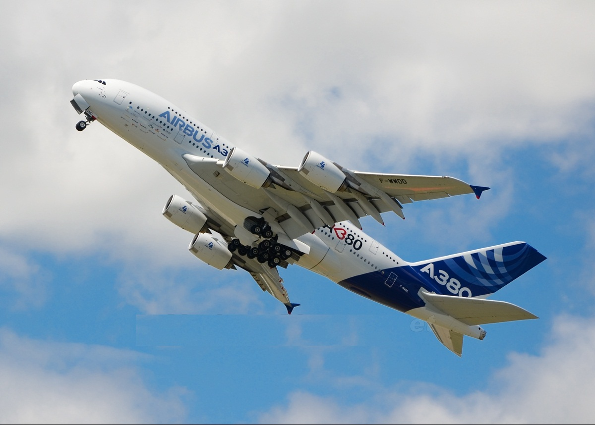 http://4.bp.blogspot.com/-zbpv8ee-20U/Ti0TjpPbkWI/AAAAAAAANpM/sRQf4RCINt4/s1600/Airbus+A380+%25287%2529.jpg