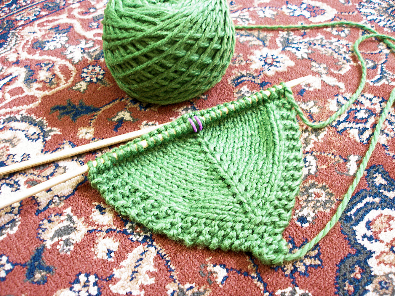JeweledElegance: Knitted Leaf Pattern & Clover Stitch Markers
