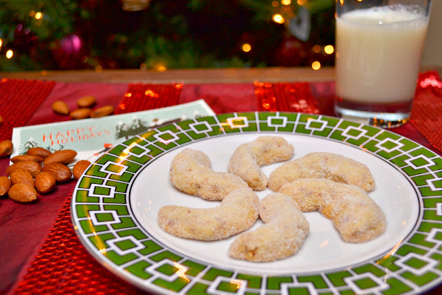 almond crescents cookie recipe