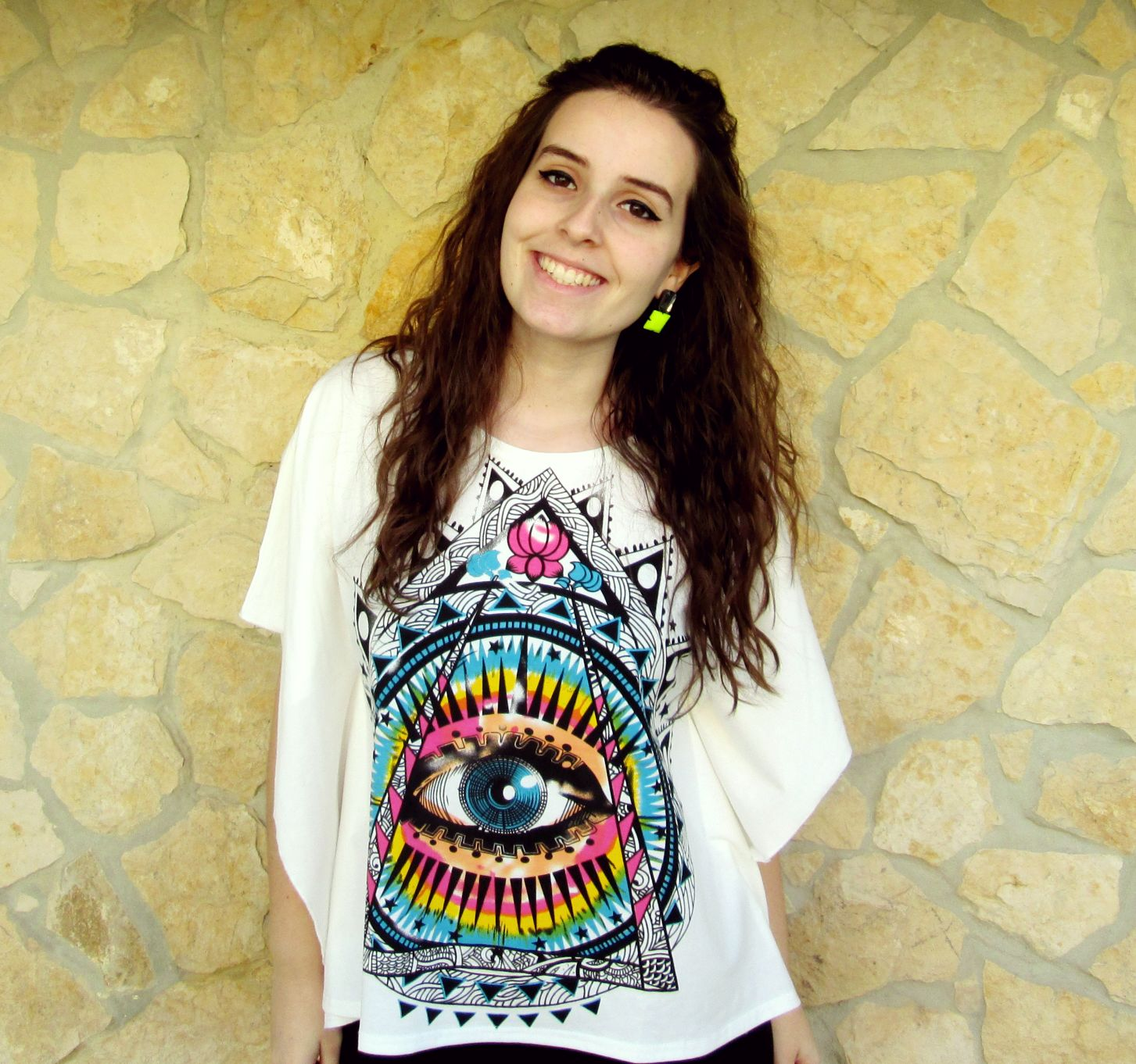 eye t-shirt smile girl
